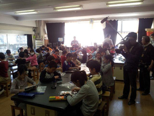 東京都杉並区立井荻小学校で磁石の授業
